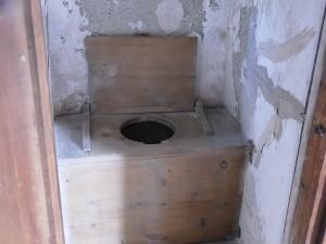 wooden.toilet