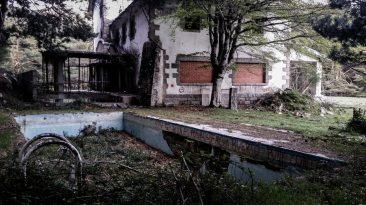 abandoned.house